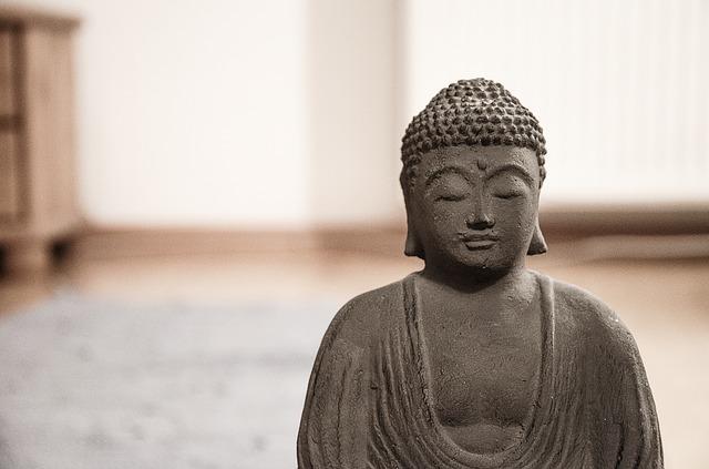 kamenná soška Buddhy